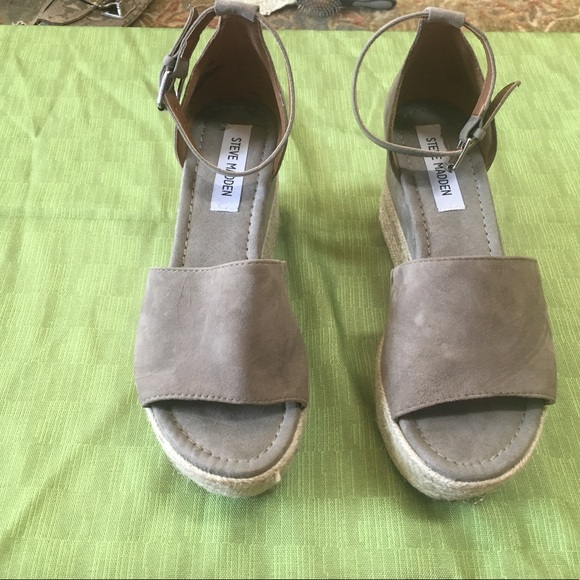 ee9550e28341 Steve Madden  Apolo espadrille wedge sandal. Taupe.  M 5b609229cdc7f7acf2b956c4